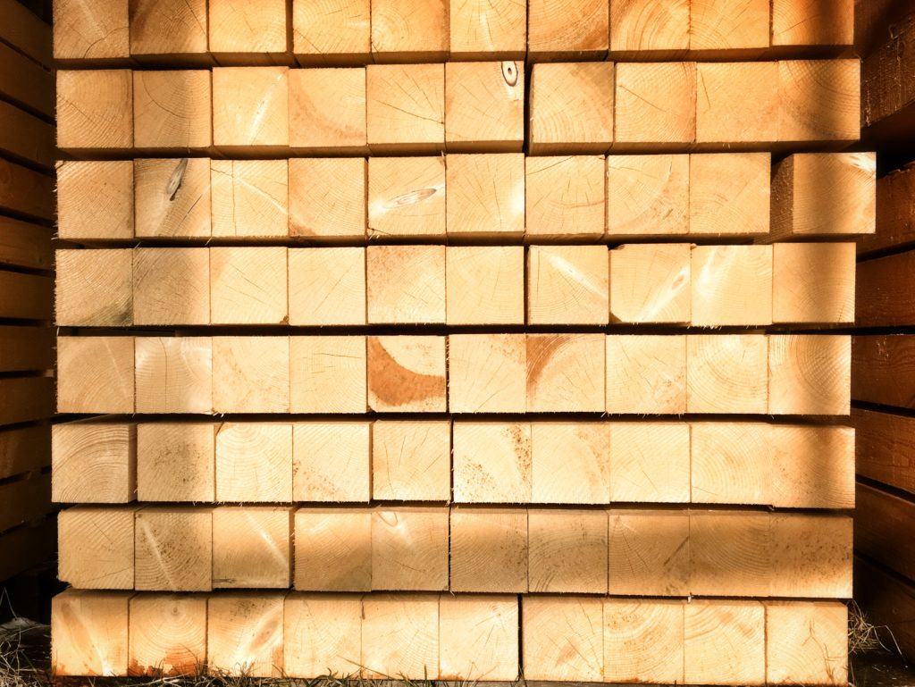 fenyőker fatelep fenyő fűrészáru fakereskedés tüzép termékek gerenda minőség